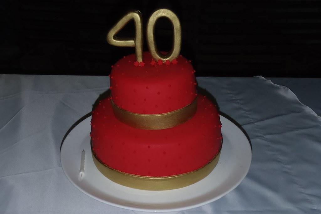 Bolo 40 Anos Vermelho E Dourado Angelica Ferreira Flickr