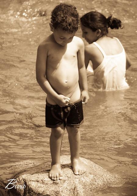 Petit Enfant Entrain De Faire Pipi  Flickr - Photo Sharing-7832
