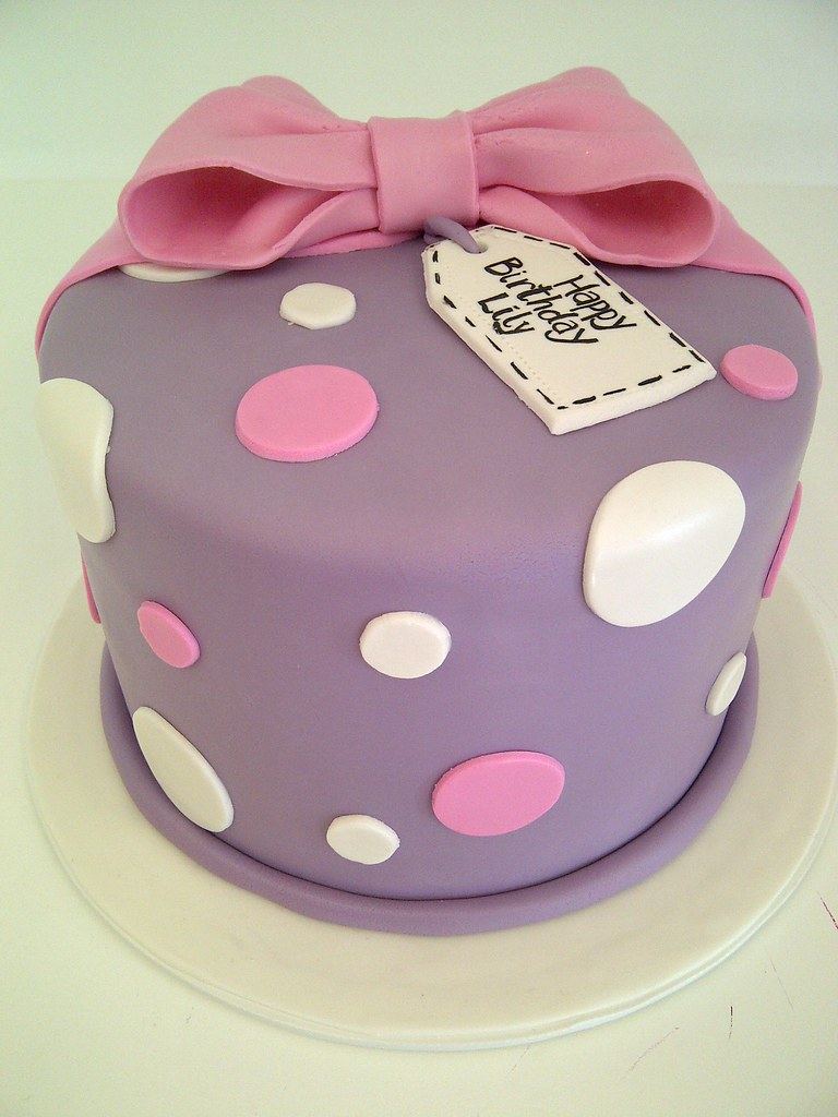 Cute and simple birthday cake 1177 single tier fondant for Cute simple cakes