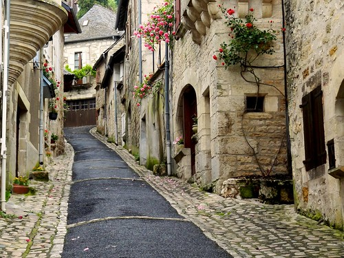 À Turenne, il y a des rues qui montent… ~ In Turenne,there're narrow streets climbing up… | by Michele*mp