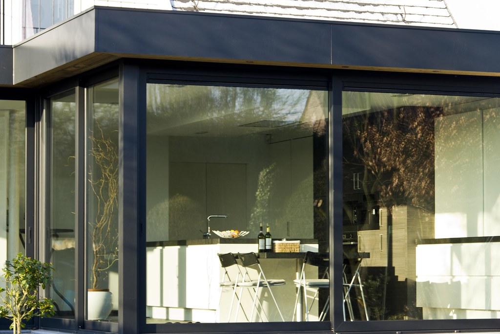 Veranda modern moderne veranda met schuiframen volledig g flickr - Moderne entree veranda ...