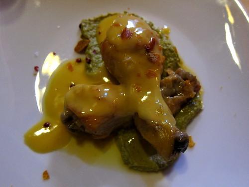 Cuixetes de Pollastre Escabetxades amb Taronja i Hummus de Pèsols