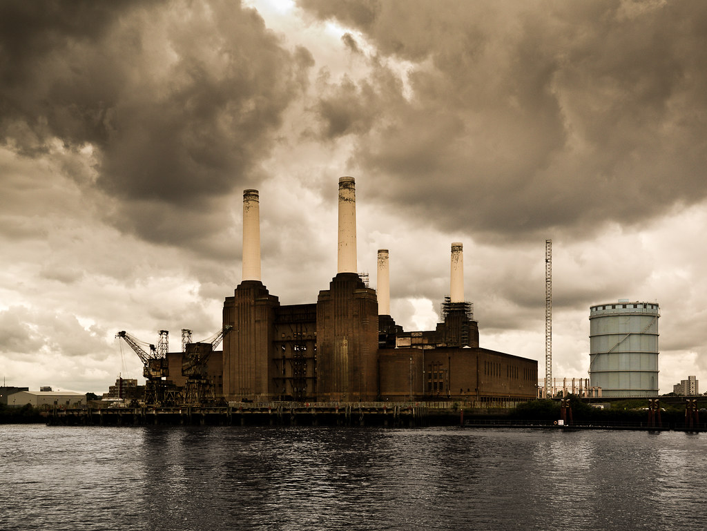 Pink floyd animals -  Battersea Power Station As Featured On The Cover Of Pink Floyd Animals
