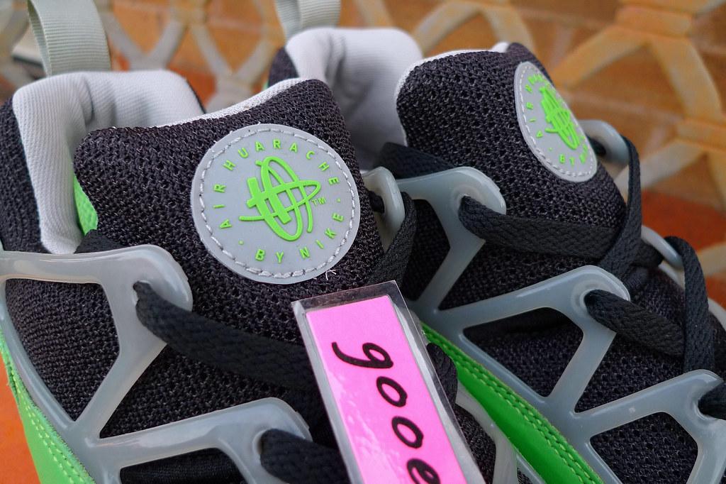 Nike Air Huarache Light x Stussy  Black   Acid - Medium Grey  (307277 031)  ( 03). c25bdaf9f