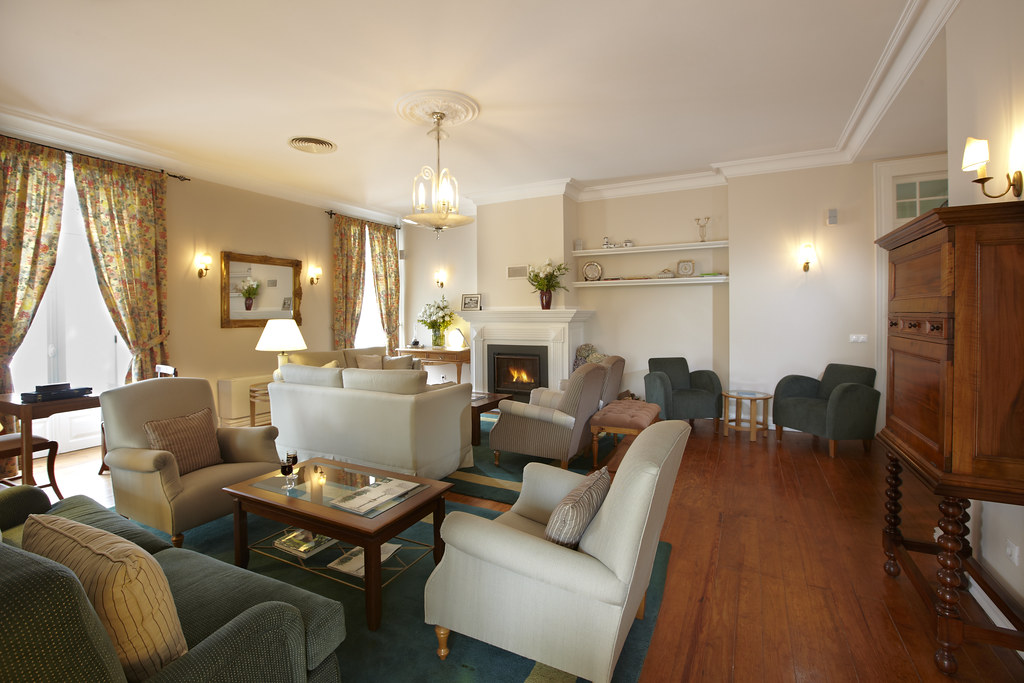 Hotel portobay serra golf living room learn more at for Hotels with family rooms for 5