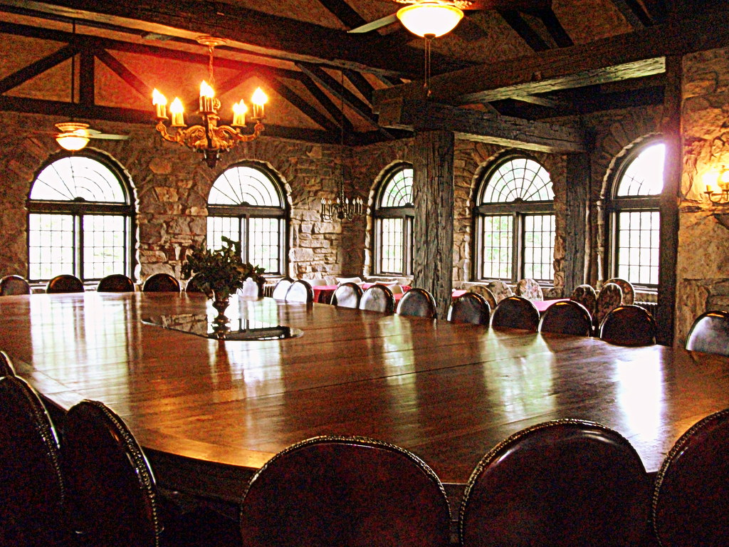 The largest dining table in tennessee milky way farms for Dining table nashville tn