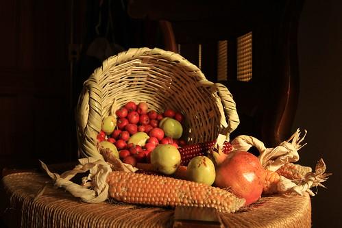 Feliz domingo de la virgen con las tradicionales frutas de otoño