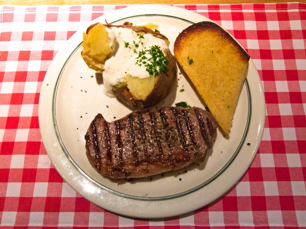 Berlin friedrichshain 250g mr rumpsteak with baked potato and garlic bread block house berlin friedrichshain