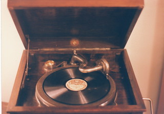 Beltona Record Phonograph | by Infrogmation