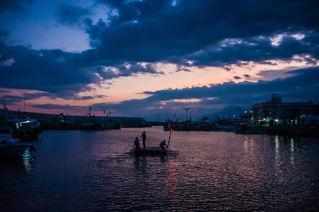 22日甫於富岡漁港組裝完成漂浮平台,準備出航、漂流。 攝影:陳冠任。圖片來源:黑潮101漂流計畫。