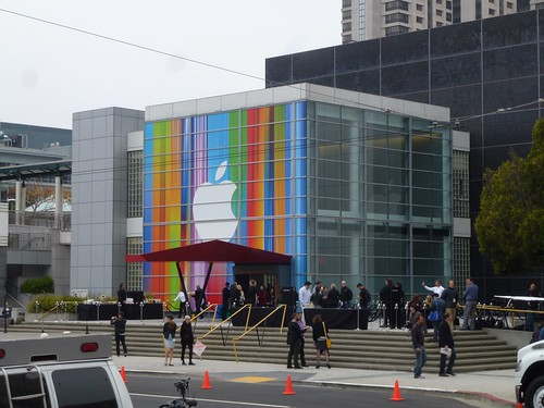 Apple iPhone 5 launch day - the world's media descends | by textlad