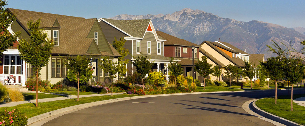 ... Neighborhood House Fronts   By DaybreakDean.com