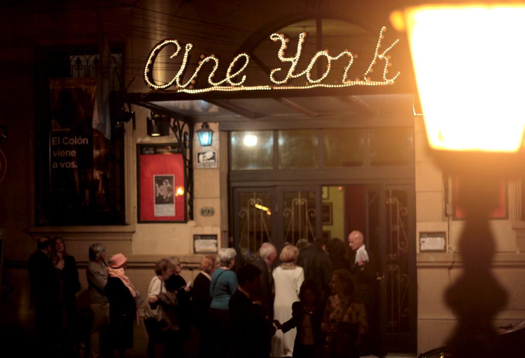 Espect culo del teatro col n en la sala del cine teatro yo for Sala 0 teatro sevilla