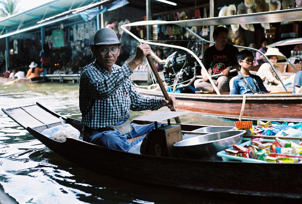 Floating market 14 2 52 bangkok thailand nico for Nico s fish market