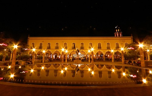 Reflection | Plaza de la Constitución. Santiago de ...