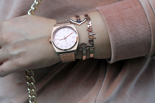 outfit-rosa-samt-pullover-trend-suede-sommer-look-style-rosegold-uhr-fashionblog-modeblog4