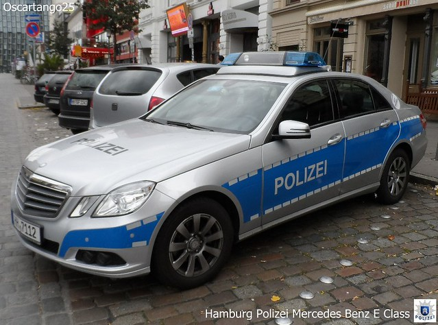 hamburg polizei mercedes benz e class last of the the 3 me flickr photo sharing. Black Bedroom Furniture Sets. Home Design Ideas
