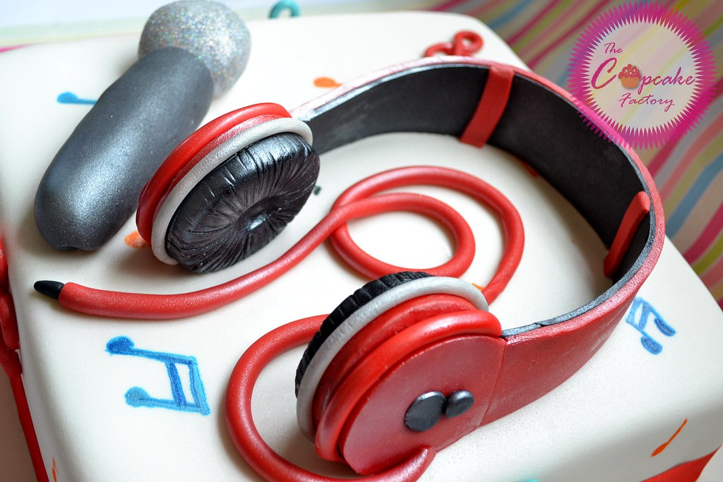 Images Of Birthday Cake With Headphones