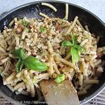 Wirsing-Nudel-Pfanne, deftig mit Tofu und Walnüssen