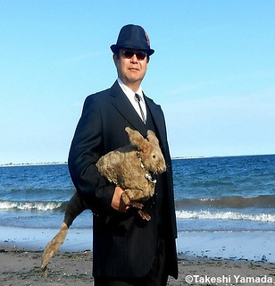 Seara (sea rabbit) and Dr. Takeshi Yamada at Coney Island Beach in Brooklyn, New York on July 9, 2012. 20120709 004 | by searapart15