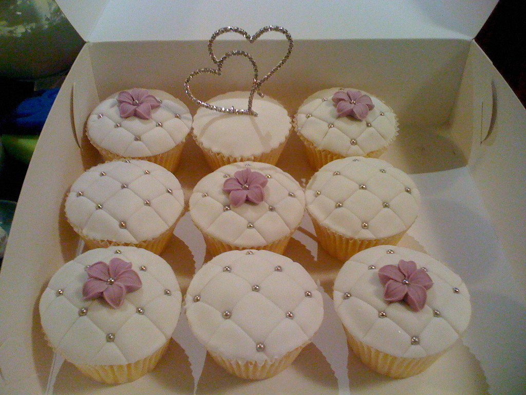 Cupcakes to go with Sam s wedding cake Some cupcakes for ...