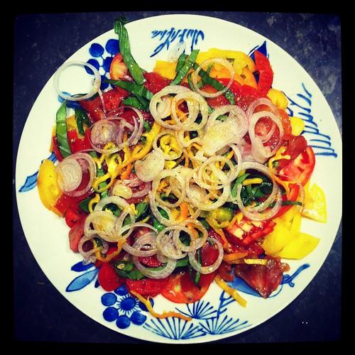 Petit d ner entre amis un avec une salade de tomates for Diner avec des amis