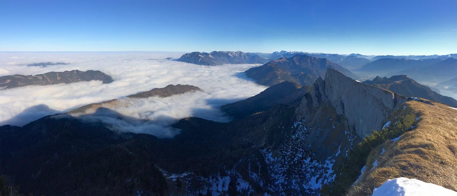 Schafberg panorama na severovýchod k Höllengebirge a Totes Gebirge