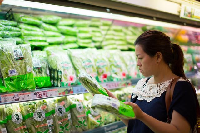 綠色和平超市及量販店農藥管理評鑑,提供民眾年菜採購指南。圖片來源:台灣綠色和平組織