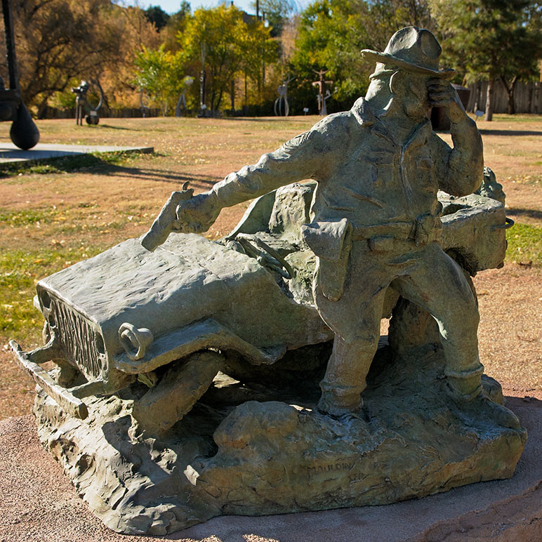 bronze homage to bill mauldin