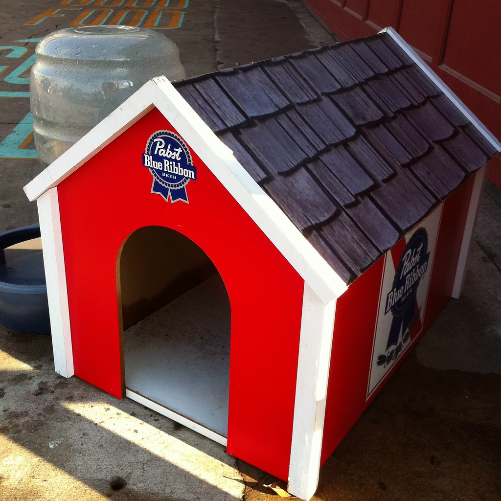 Dog House With Vent