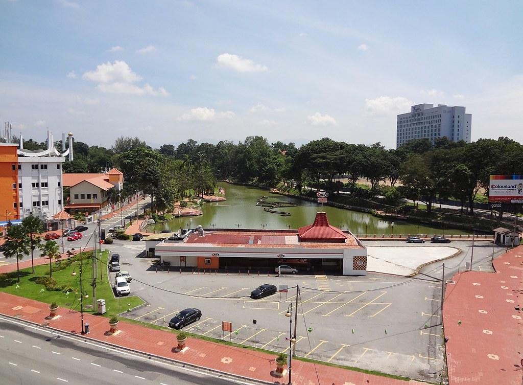 ... Malaysia   Seremban   Lake Gardens From Seremban Parade   By Bjbeep