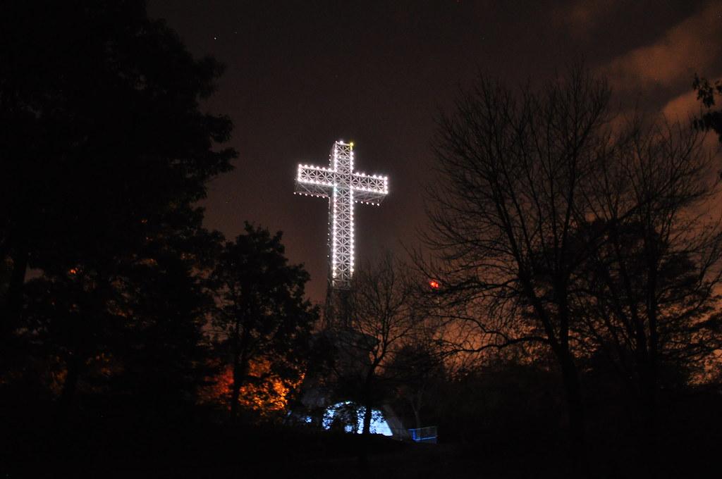 Résultats de recherche d'images pour «La Croix du Mont-Royal»