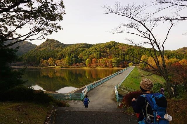 赤川ダムへ下山