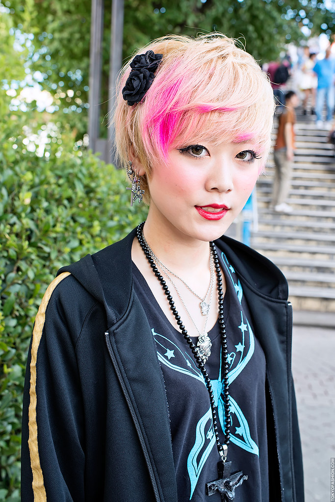 Pink Blonde Hair In Harajuku A Girl W Cute Hair Color On Flickr