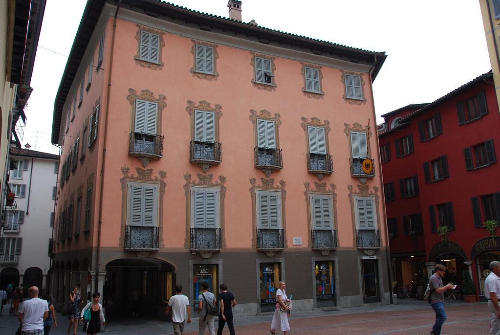 Ufficio Cambio A Lugano : Lugano pink shuttered building cambio parini tourist ou flickr