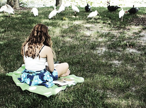 Day 257: Outdoor reading. (Lectura al aire libre). (257/366) | by Samuel Santiago