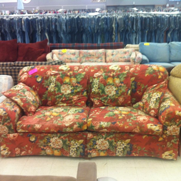 Merveilleux Red Floral Couch | By MyHometownThrift Red Floral Couch | By  MyHometownThrift