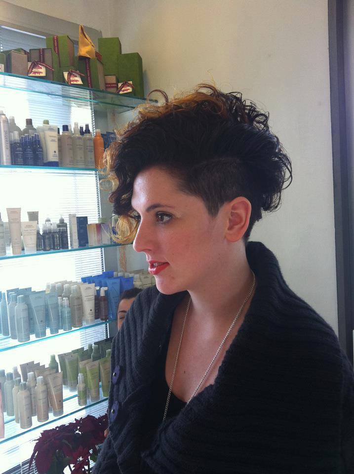 A Ragazza Capelli Corti E Ricci Short Haircuts Women Flickr