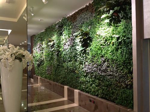 Klima hotel milano italy giardini verticali indoor for Giardini verticali milano