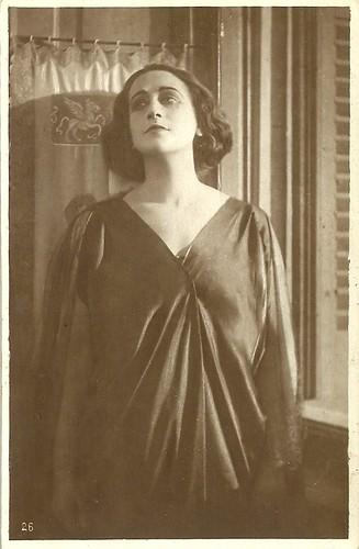 Italia Almirante in La grande passione (1922)