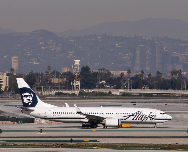 Alaska Airlines - N523AS