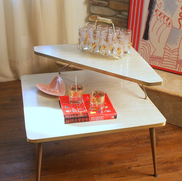 MID CENTURY MODERN Blonde Corner Table Vintage 1950s 2