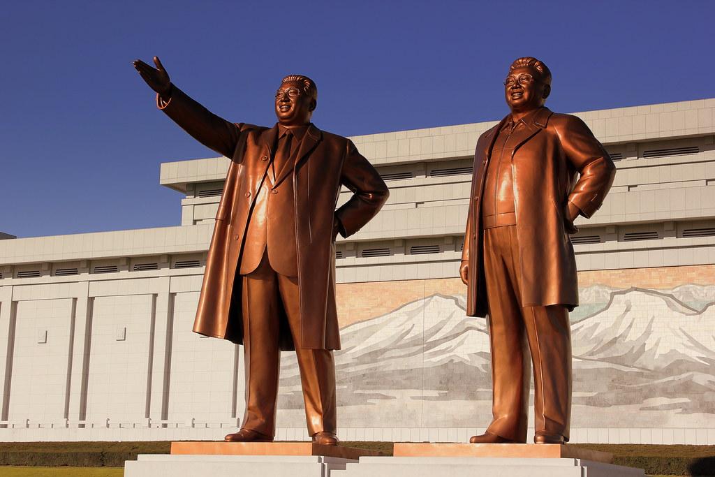 Monumento-Kim-Il-sung-y-Kim-Jong-il
