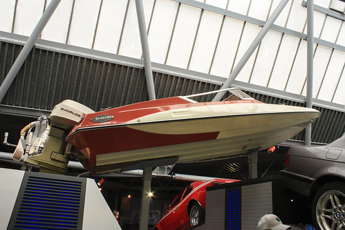 "Glastron ""Jump"" boat from Live and Let Die 