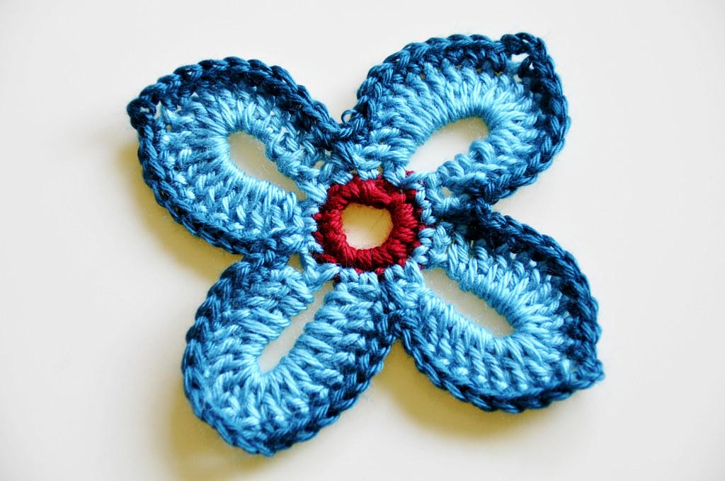 Crochet - Hawaiian Flower   Pattern source: sarahlondon.word…   Flickr