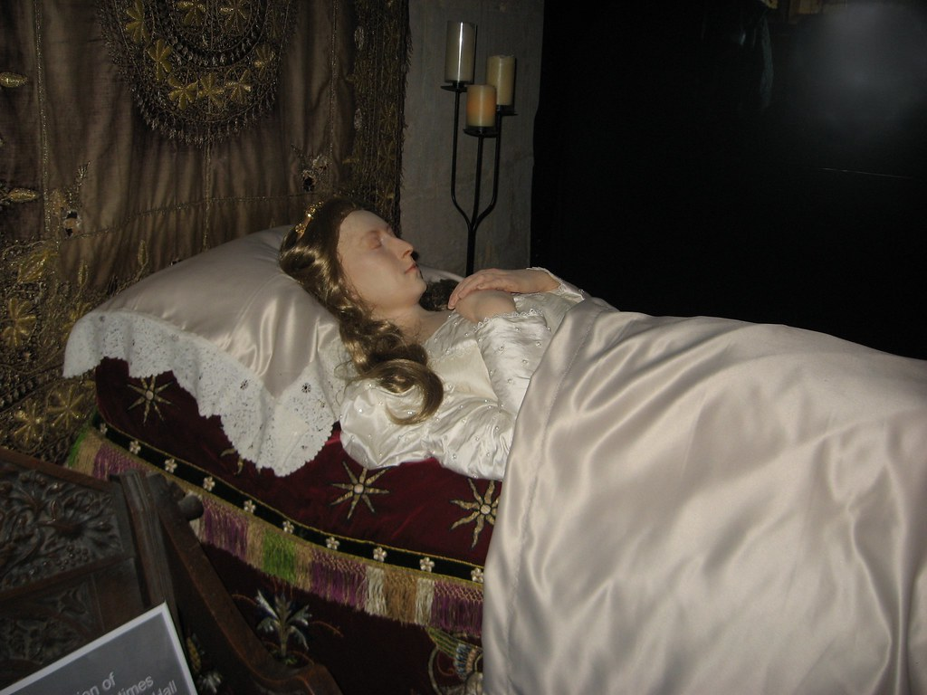 Waxwork Queen Katherine Parr Lying in State at Sudeley Cha ... Execution Of Lady Jane Grey