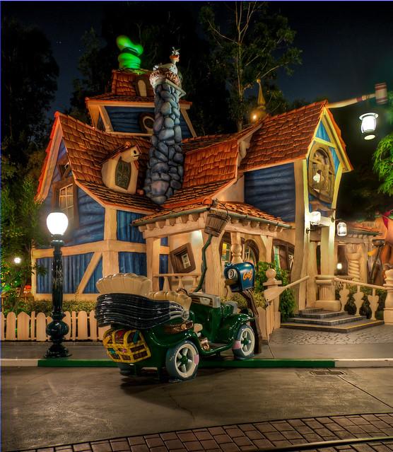 Goofy 39 S Playhouse Toontown Disneyland Flickr Photo