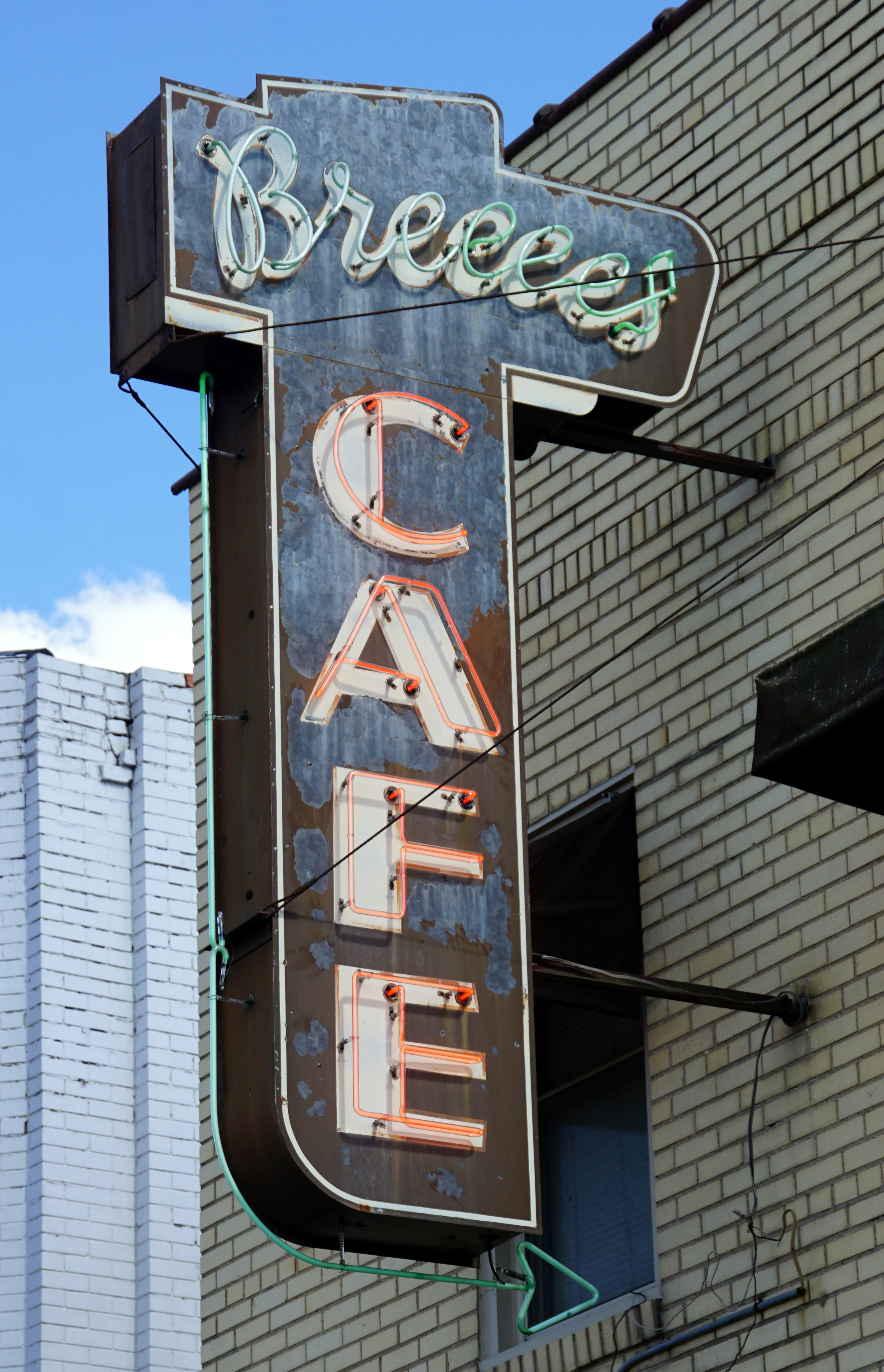 Breece's Cafe - 111 South Public Square, Centerville, Tennessee U.S.A. - June 29, 2016
