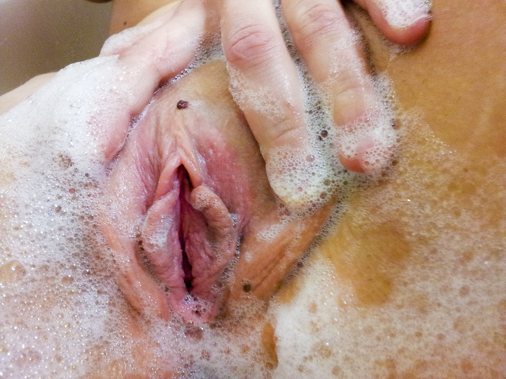 Redhead Vagina Bubbles and Shaved Pussy | Sexy redhead ...