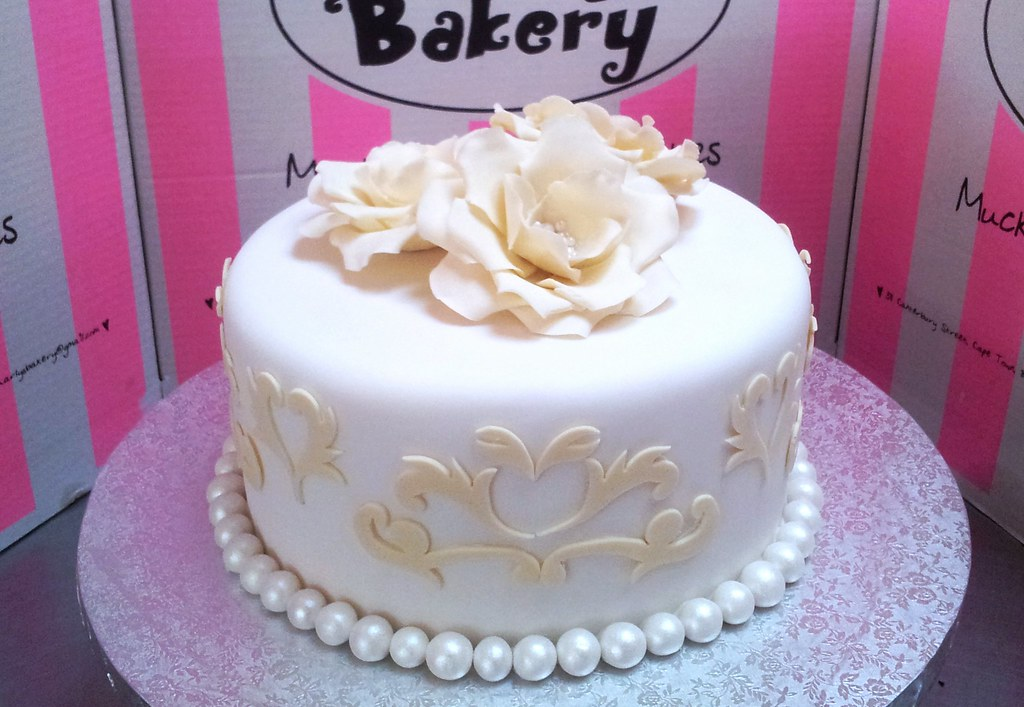 Single Tier Wicked Chocolate Wedding Cake Covered In White Flickr